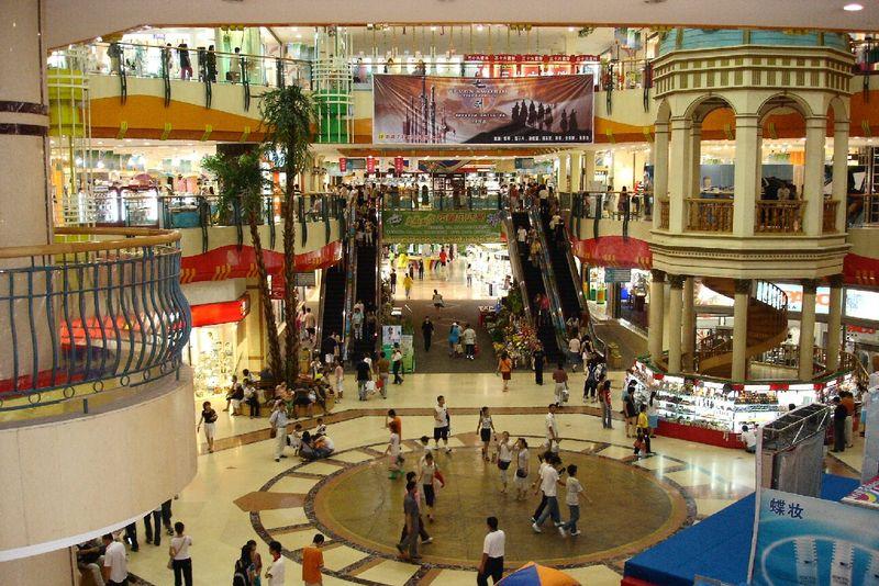 800px-Dalian_large_Shopping_Mall_2005
