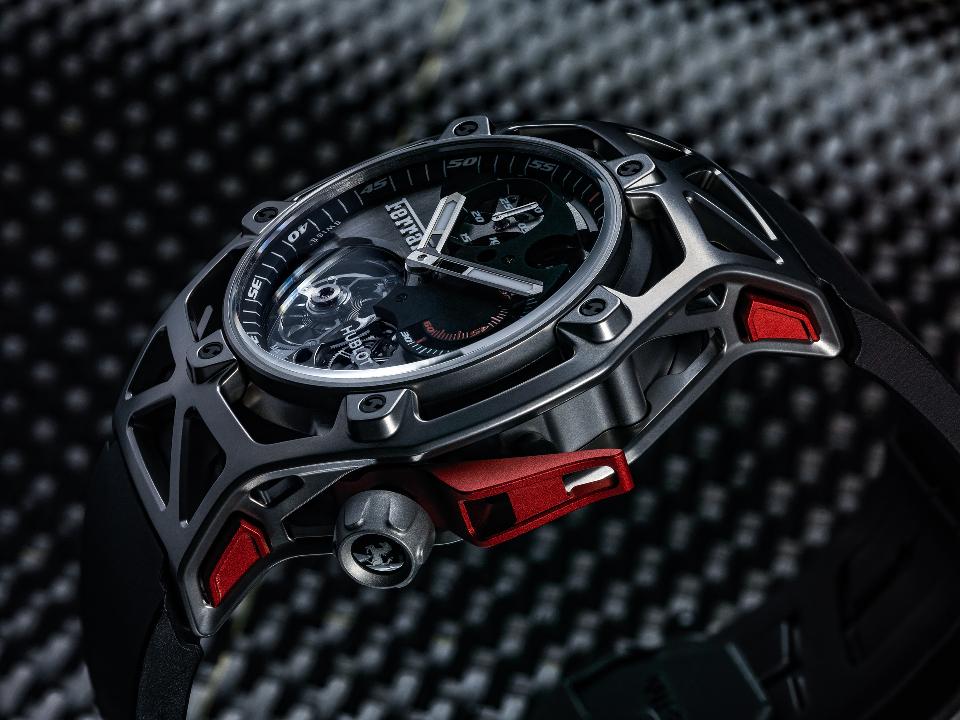 l_techframe-ferrari-tourbillon-chronograph-titanium-2