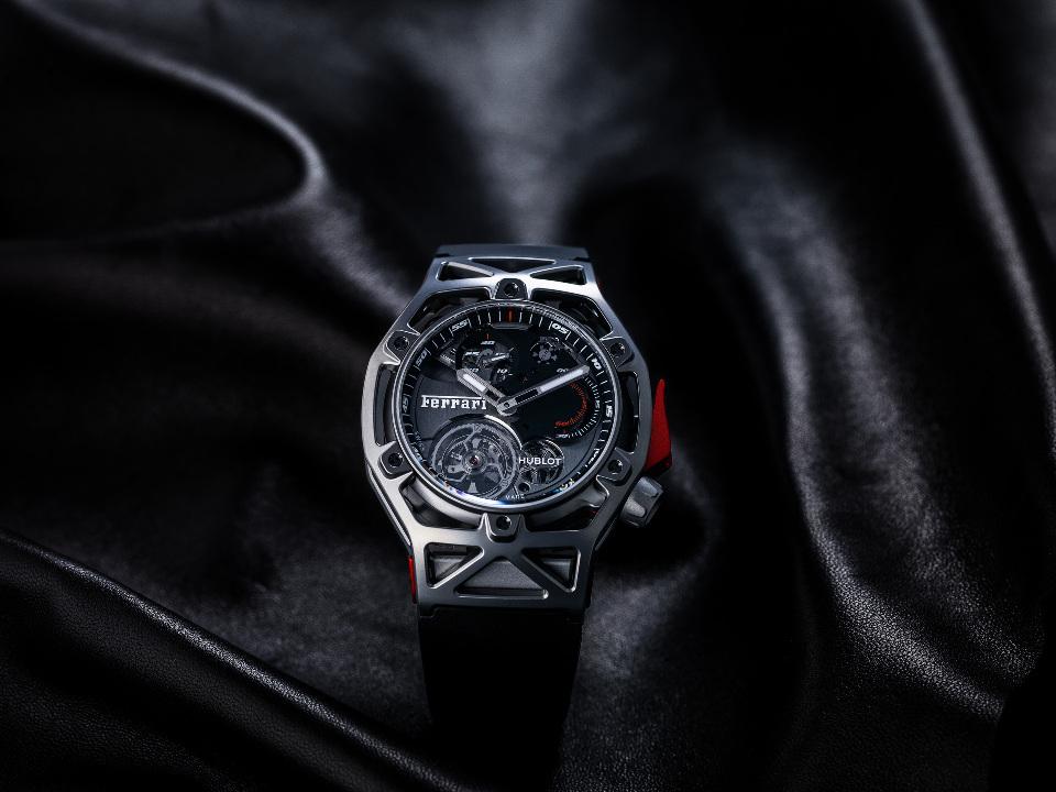 l_techframe-ferrari-tourbillon-chronograph-titanium-4
