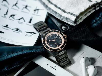 sportliche smartwatch f r damen alpina comtesse luxus. Black Bedroom Furniture Sets. Home Design Ideas